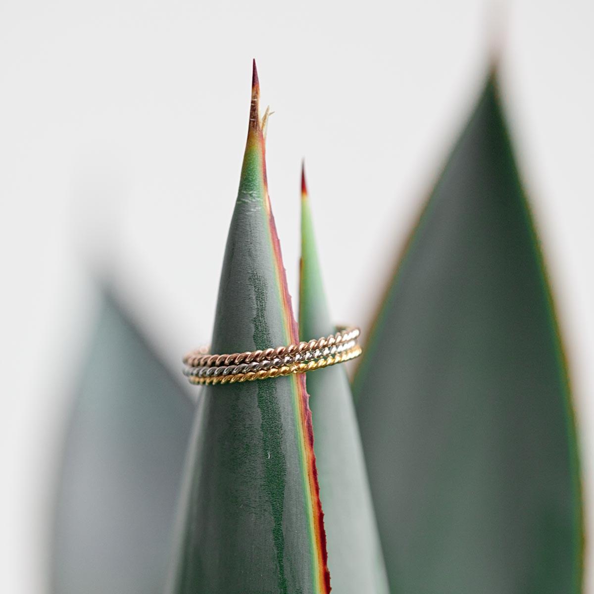 Ring in Kordel-Optik, weißvergoldet inkl Box