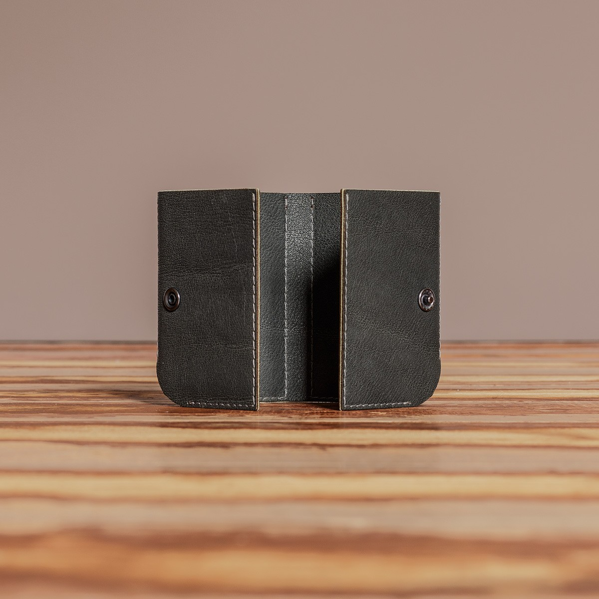LEDERJUNGE – Kreditkartenetui »KEITH« aus Rhabarberleder (grau)