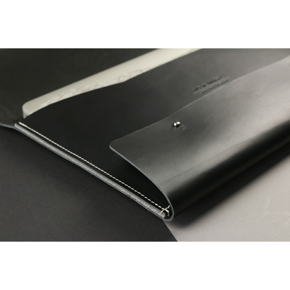"""Alexej Nagel Elegante MacBook 12""""/11"""" Hülle aus Premiumleder - schwarz [BL]"""