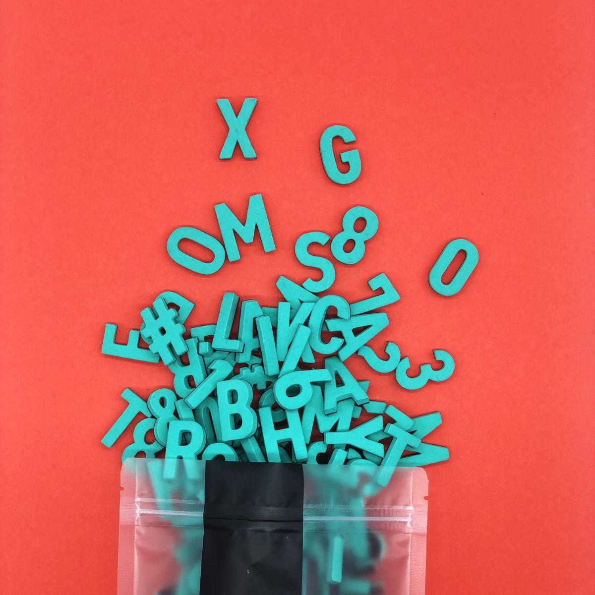 Set mit 200 Magnetbuchstaben, Zahlen & Sonderzeichen. MEGA MINT