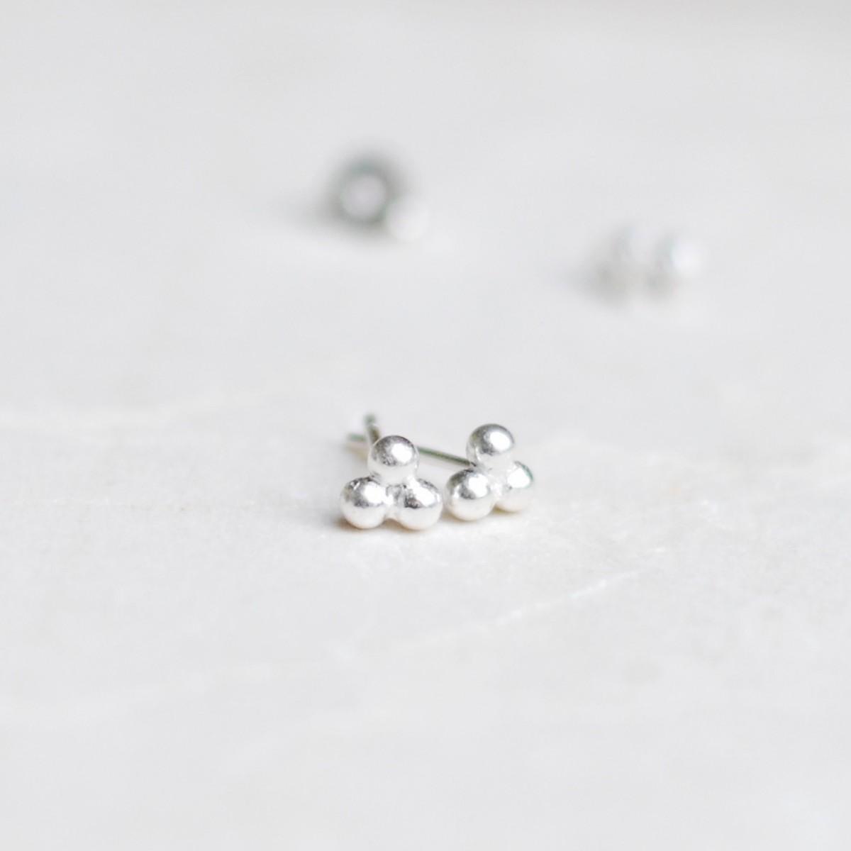 iloveblossom Mini Puffed Triangle Earrings