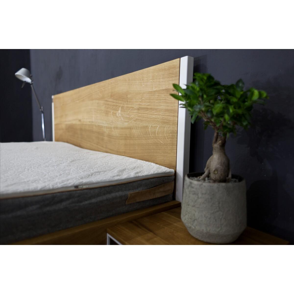 Nature Oak Bett aus Massivholz Eiche und Stahl  - gerade Rückwand