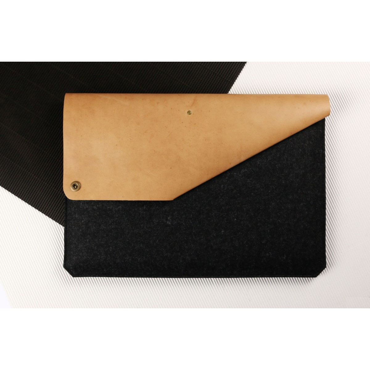 "Alexej Nagel 13"" MacBook Air & Pro Sleeve aus Leder & Filz anthrazit [B]"