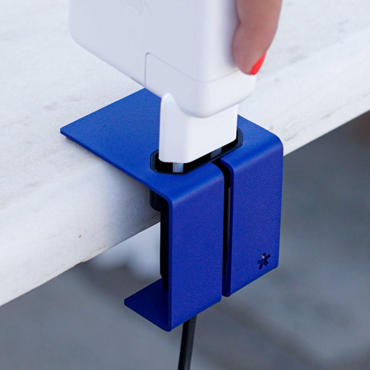 PLUG 1 | STECKDOSEN-CLIP mit 2,5 m VERLÄNGERUNGSKABEL | Stahlverkleidung | Peppermint Products
