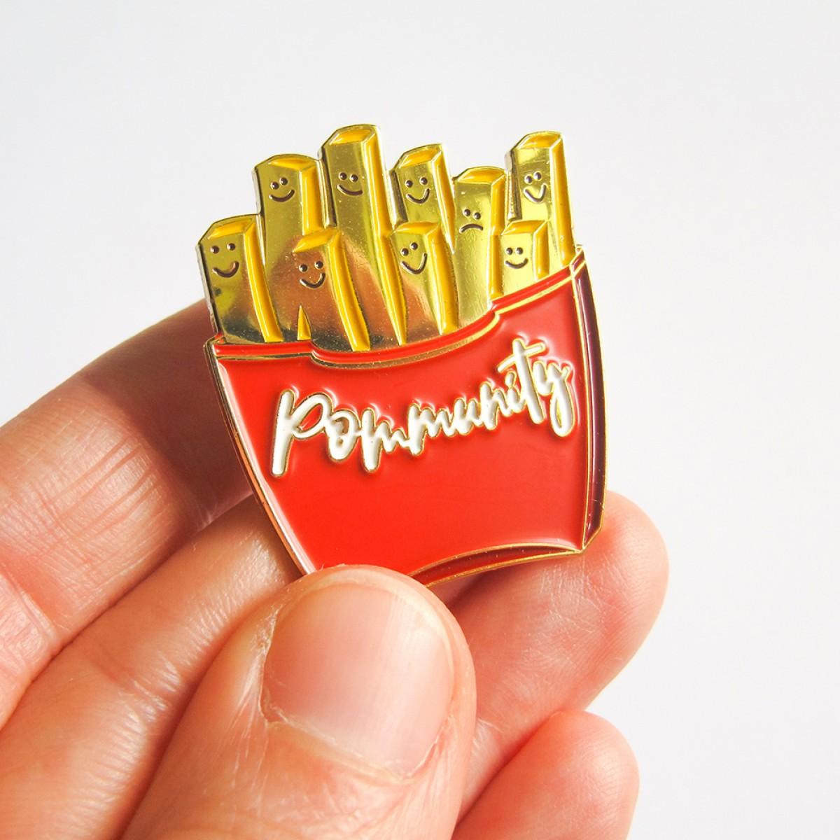 "Martina Olonschek | goldiger Pommes Pin ""Pommunity"""