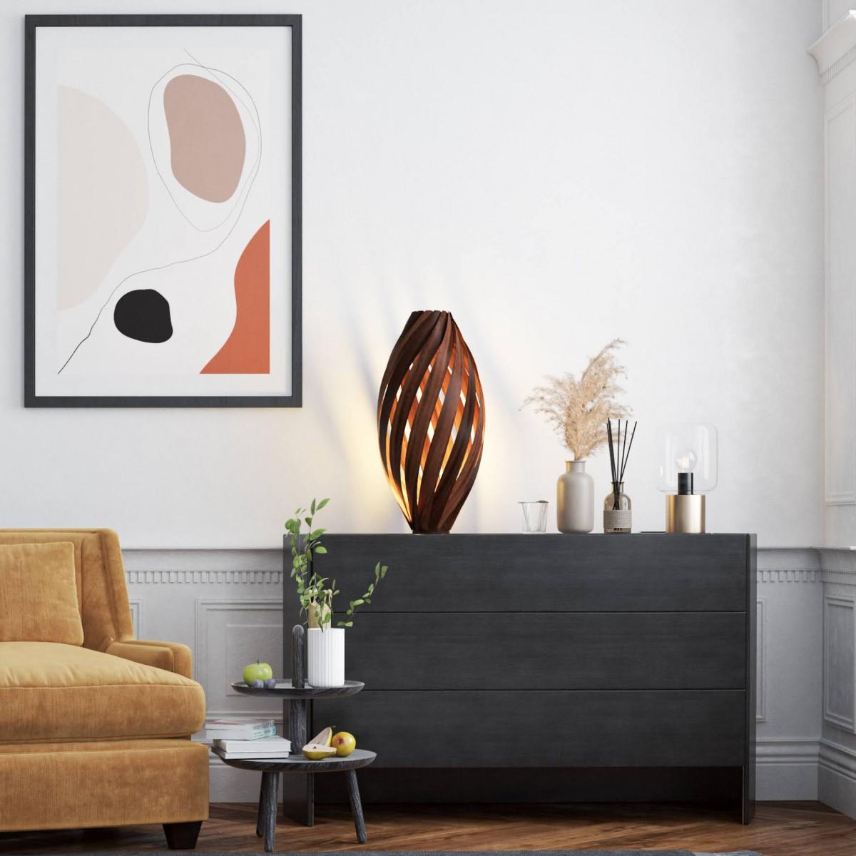 Bodenleuchte 'Ardēre' aus geräuchertem Nussbaum - 70cm
