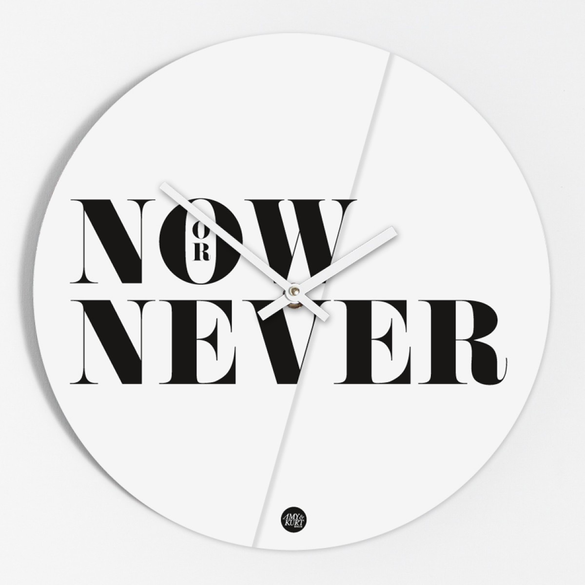 "Amy & Kurt Berlin Wanduhr ""Now or never"""