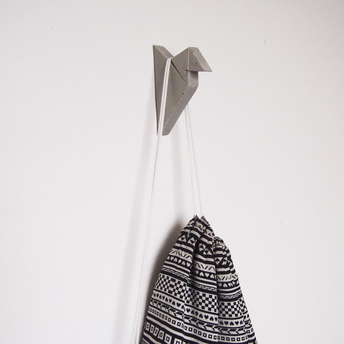 moij design Kleiderhaken - Wandhaken aus Beton im Origamidesign