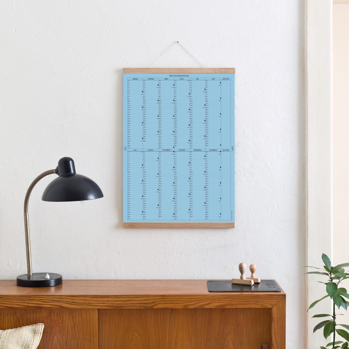 Der A2 Wandkalender 2019 (blau) mit Posterleiste