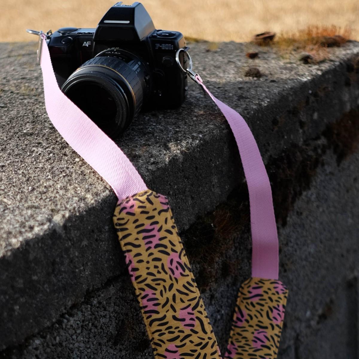 We Make Patterns - Camera Strap Dots - Pink