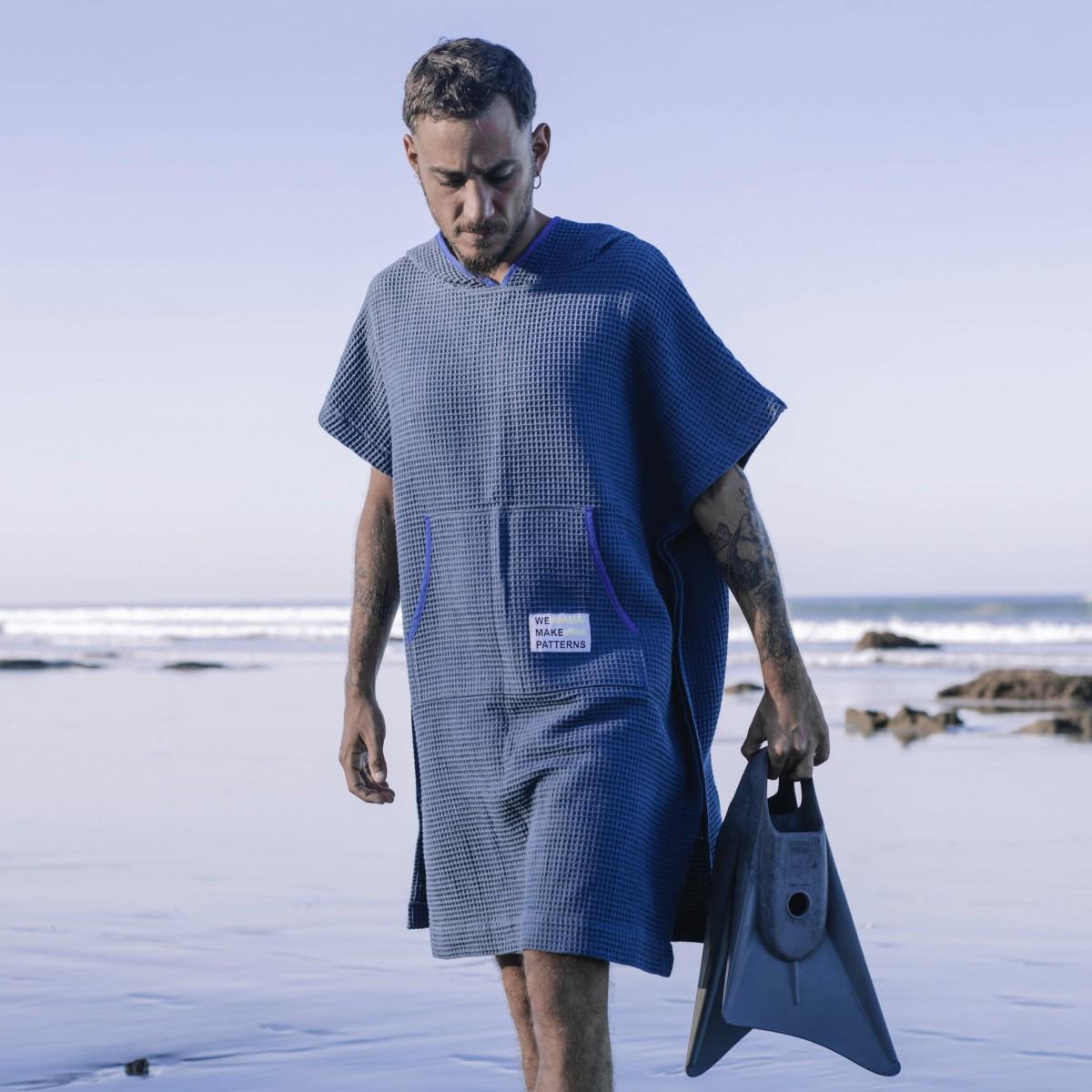 We Make Patterns - Handtuch Poncho Blue