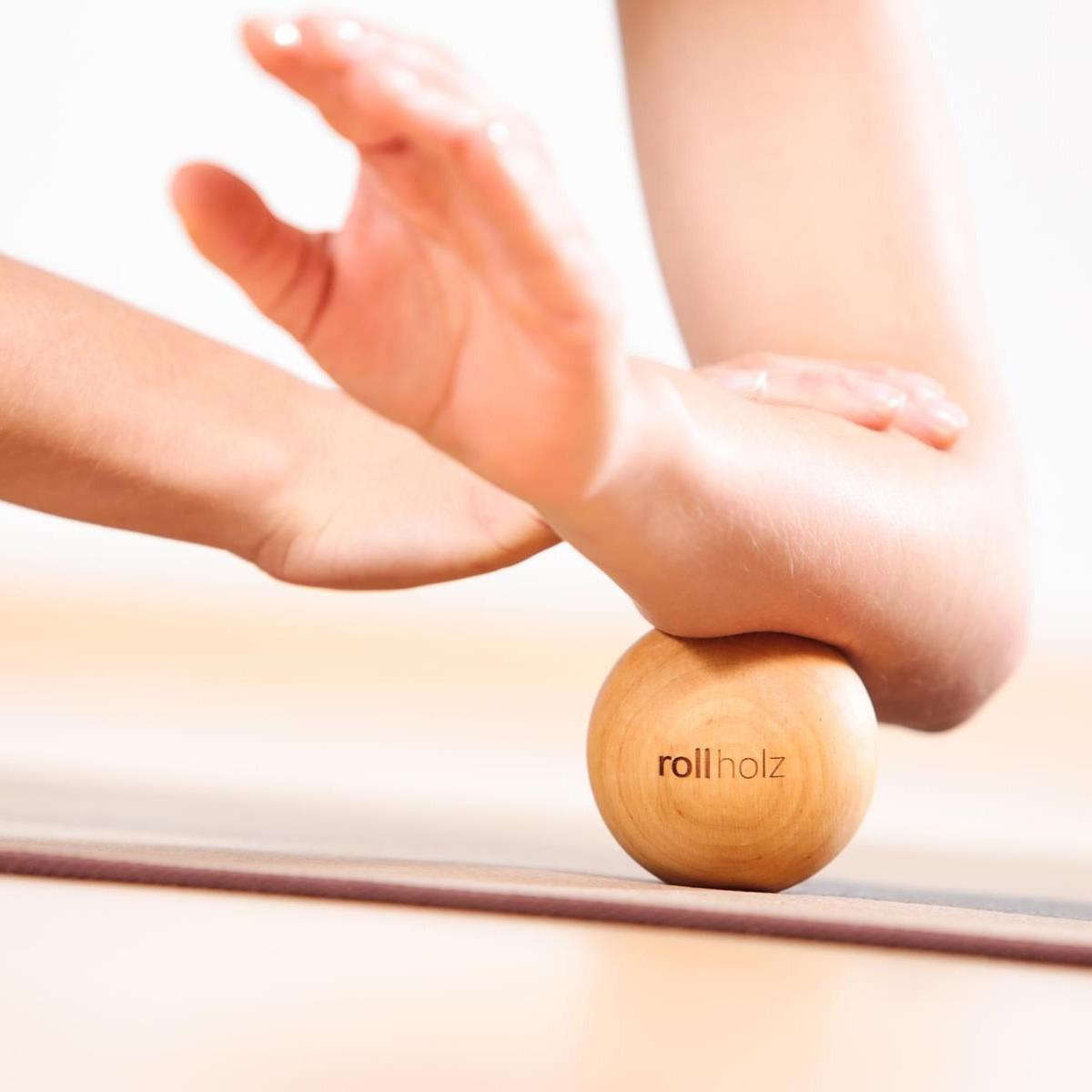 rollholz – Massagekugel aus Holz für punktuelle Behandlung – 7cm
