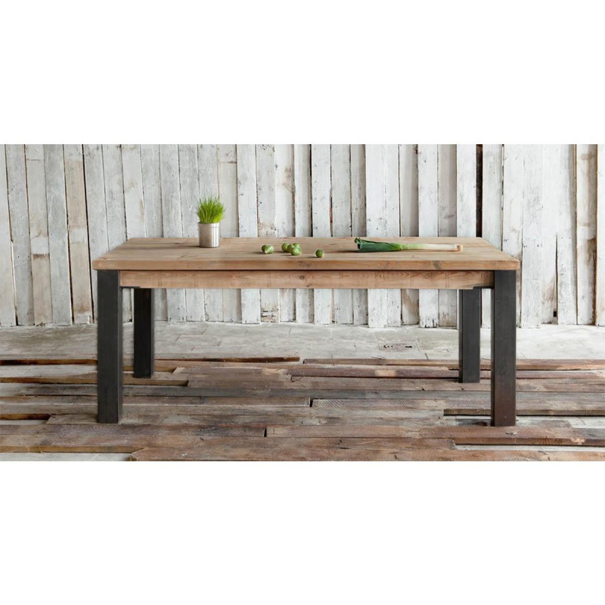 FraaiBerlin – Esstisch aus Bauholz & Eisen Arles
