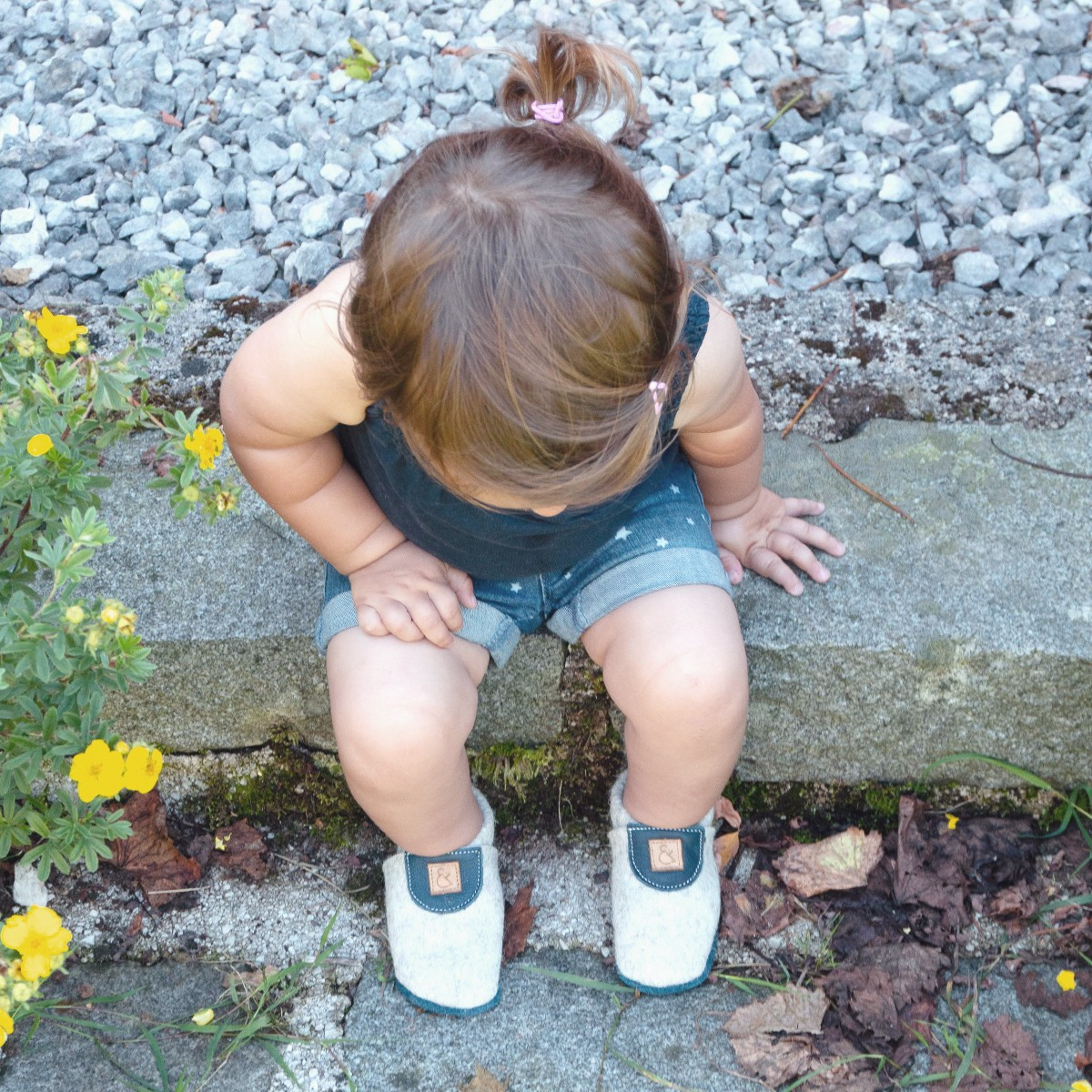 MEIN EIN & ALLES Babyschuhe / Krabbelschuhe / Hausschuhe aus Merino-Wollfilz und Bio-Leder in Blau