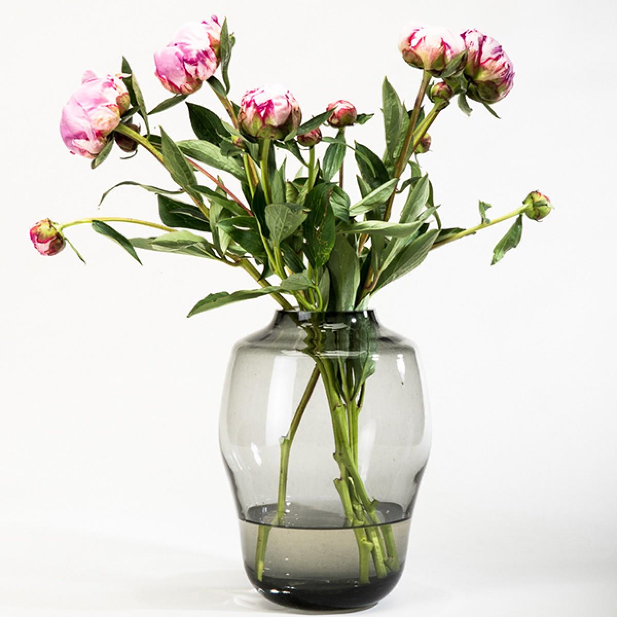 """Rauchglas-Vase """"Blossom"""" - studio.drei"""