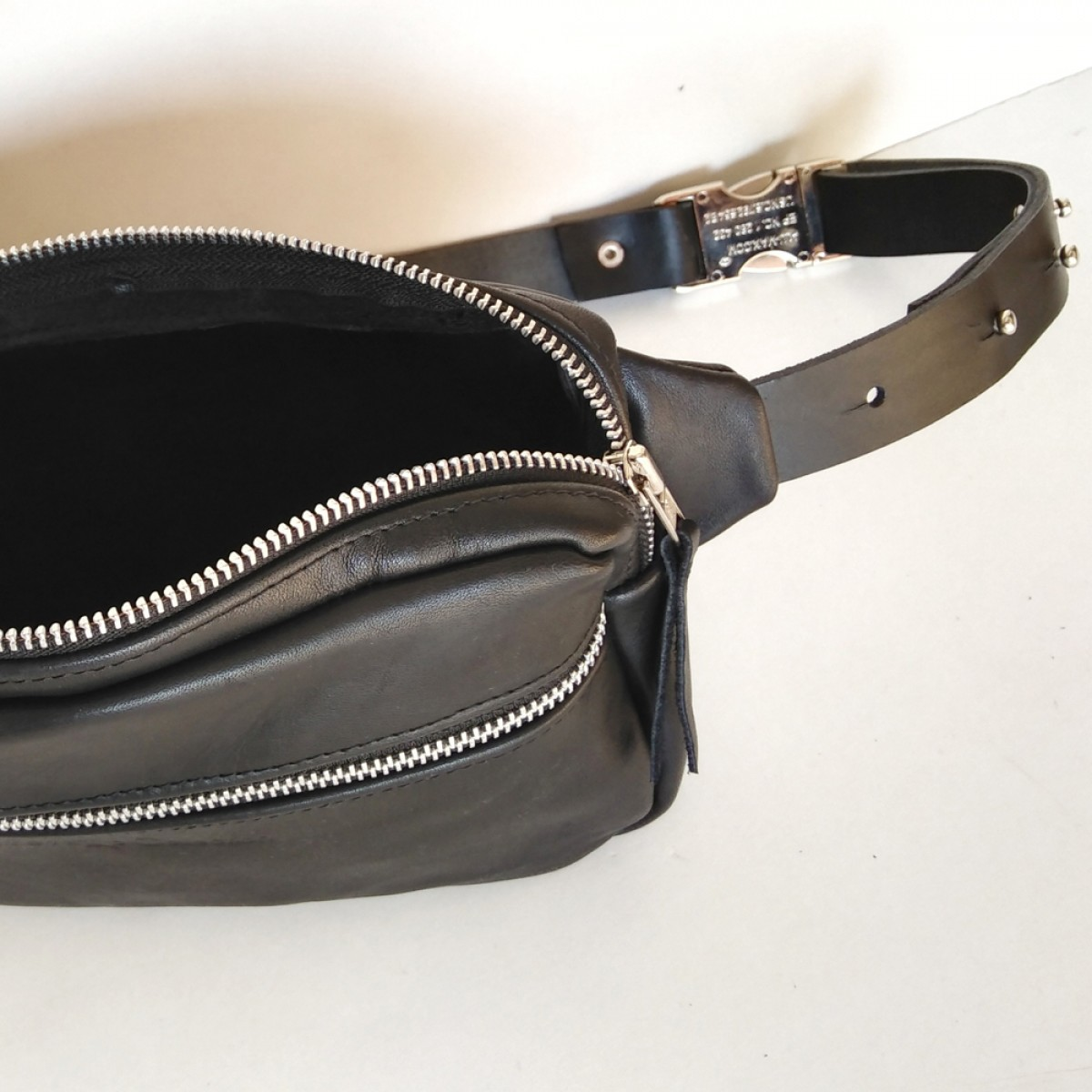 Grotkop Collection BUMBAG EDDA schwarz/silber