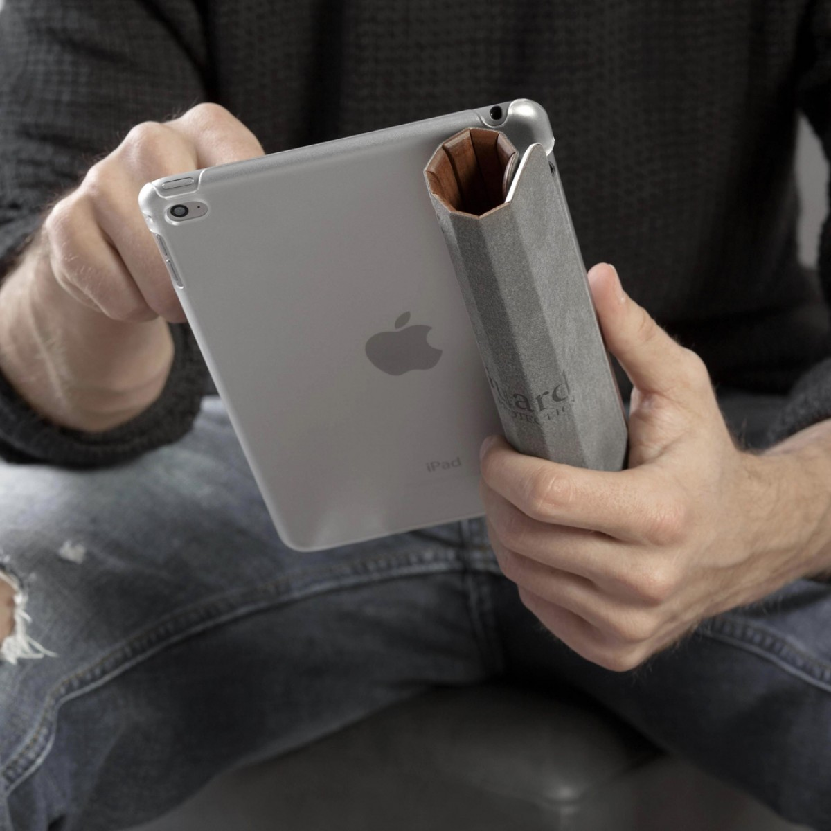 Woodcessories - EcoGuard iPad Case - Premium Design Cover, Hülle für das iPad aus echtem Holz (iPad Pro 9.7, Walnuss oder Kirsche, Hardcover transparent)
