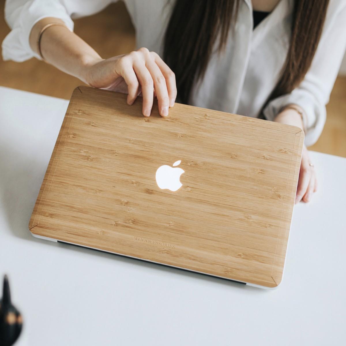 Woodcessories - EcoSkin - Design Apple Macbook Cover, Skin, Schutz für das Macbook mit Apfellogo aus FSC zert. Holz (Macbook 13 Air & Pro, Bambus)