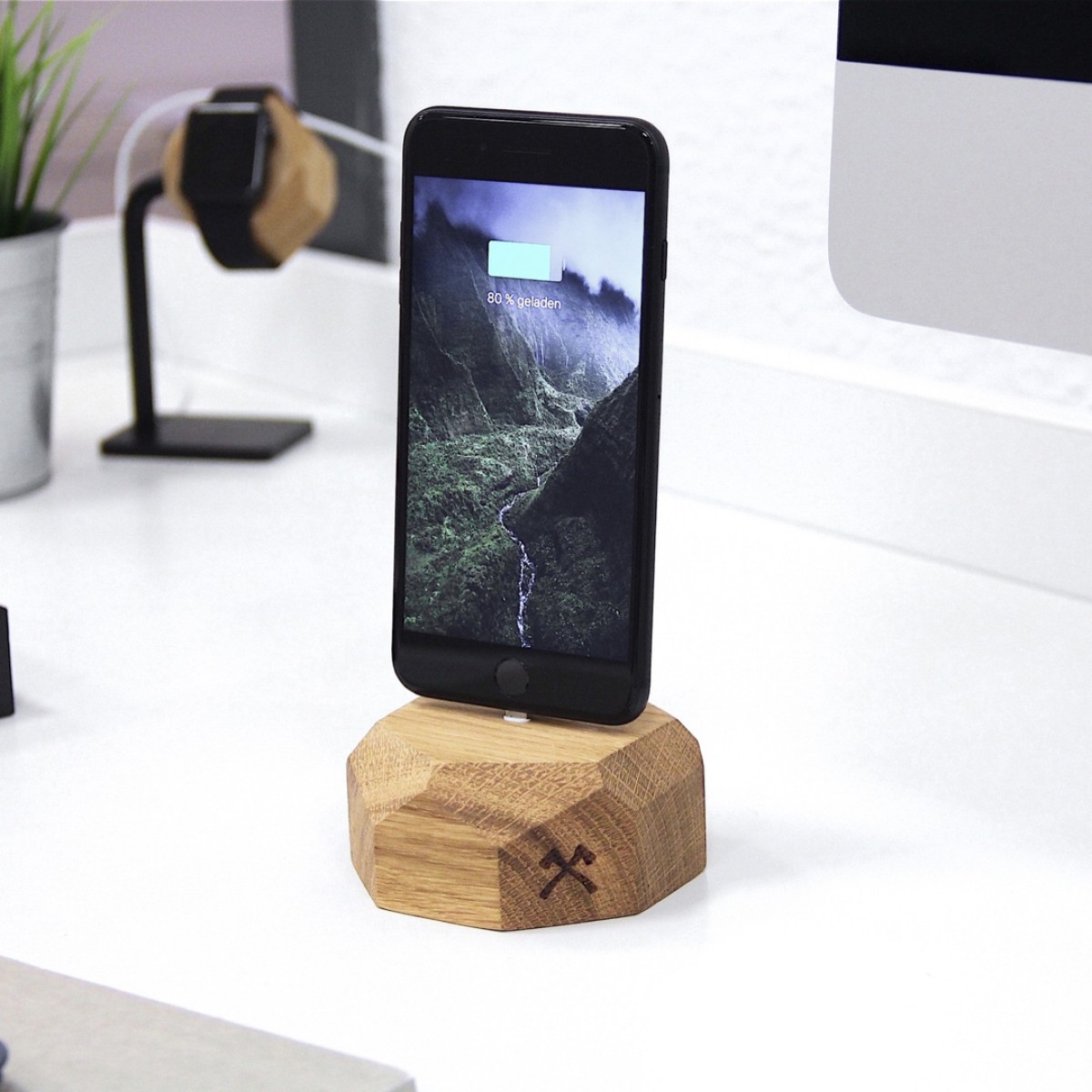 Woodcessories - EcoDock iPhone - Premium Design Ladestation, Dock für alle Apple Lightning iPhones aus massivem, FSC-zertifiziertem Holz (Eiche)