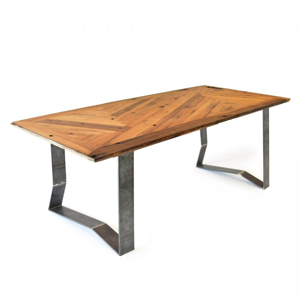 Tisch mit magnetischen Beinen // lignaro.