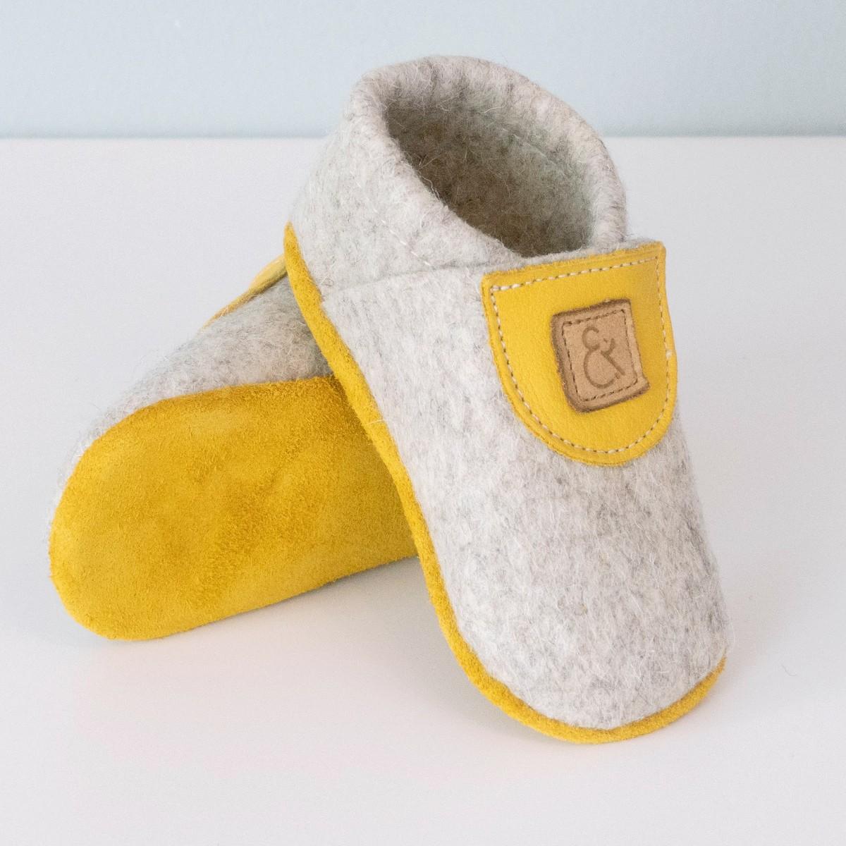 MEIN EIN & ALLES Babyschuhe / Krabbelschuhe / Hausschuhe aus Merino-Wollfilz und Bio-Leder in Gelb