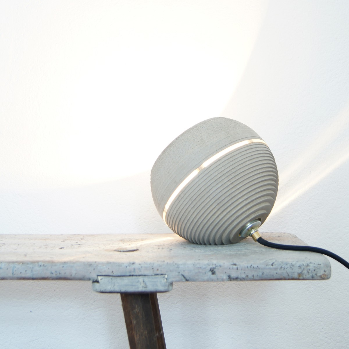 nminus1 beton lightbeam stehlampe tischlampe in. Black Bedroom Furniture Sets. Home Design Ideas