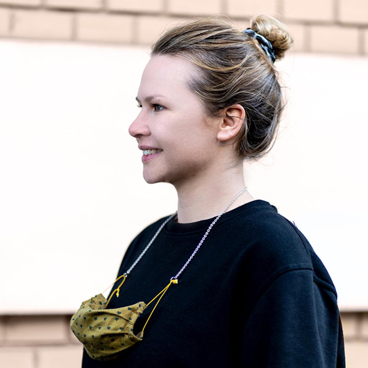 related by objects - happy anchor - Maskenkette - Messing 18k goldplattiert