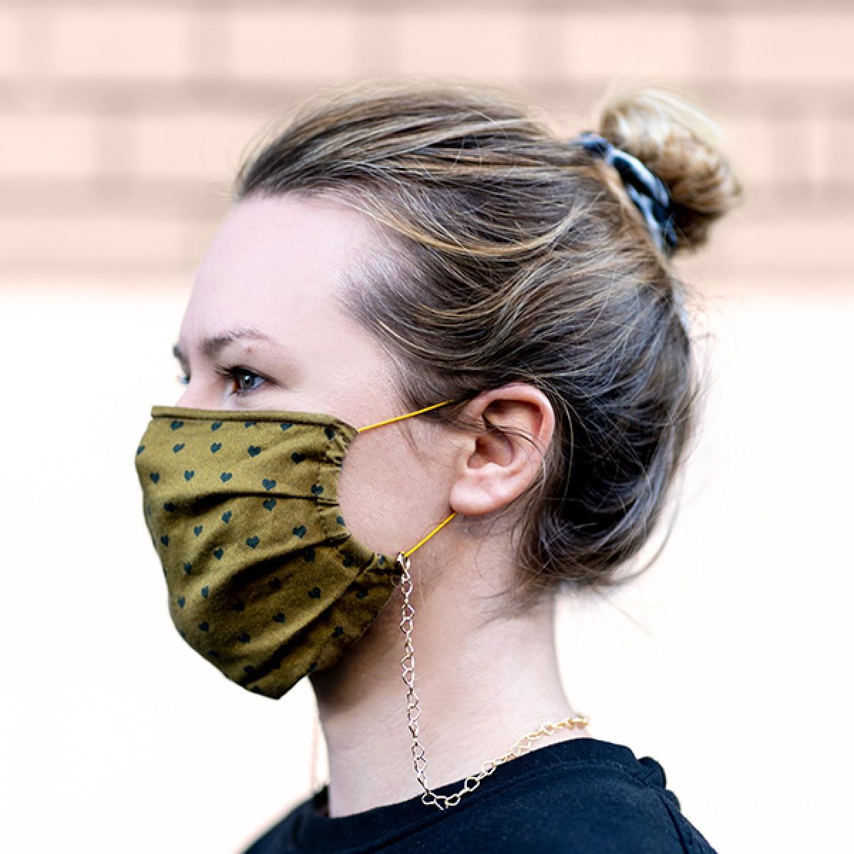 related by objects - happy hearts - Maskenkette - Messing weiß rhodiniert