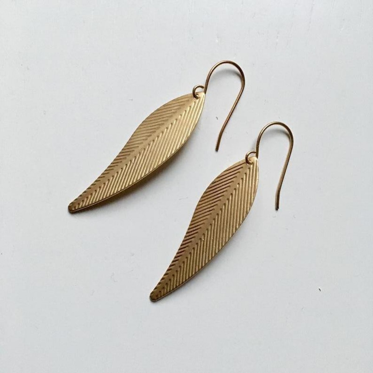"nahili OHRRINGE ""feather leafs"" minimal Gelbgold nickelfrei"