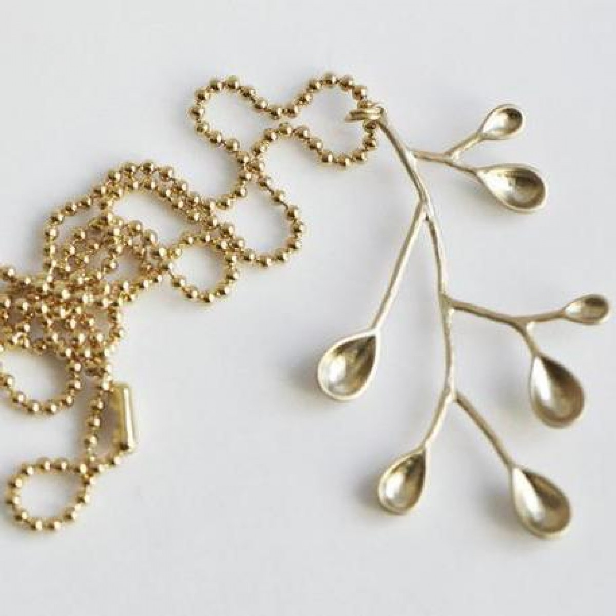 "nahili KETTE ""lovely nature"" lang & mit grafischem Zweig Anhänger gold oder silber - farben"