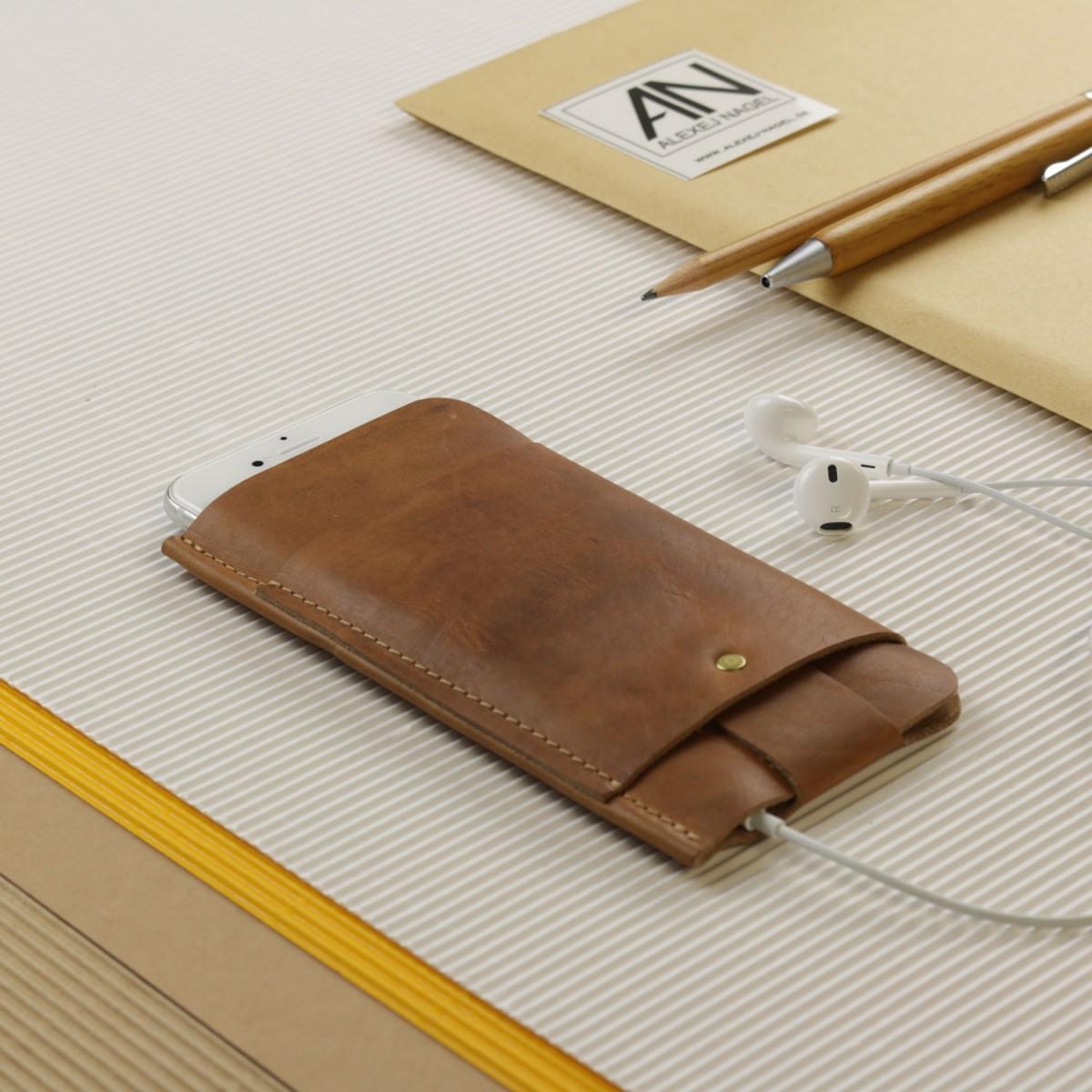 Alexej Nagel Slim Fit Hülle für iPhone 6 Plus / 6S Plus / 7 Plus aus Vintage Leder [V]