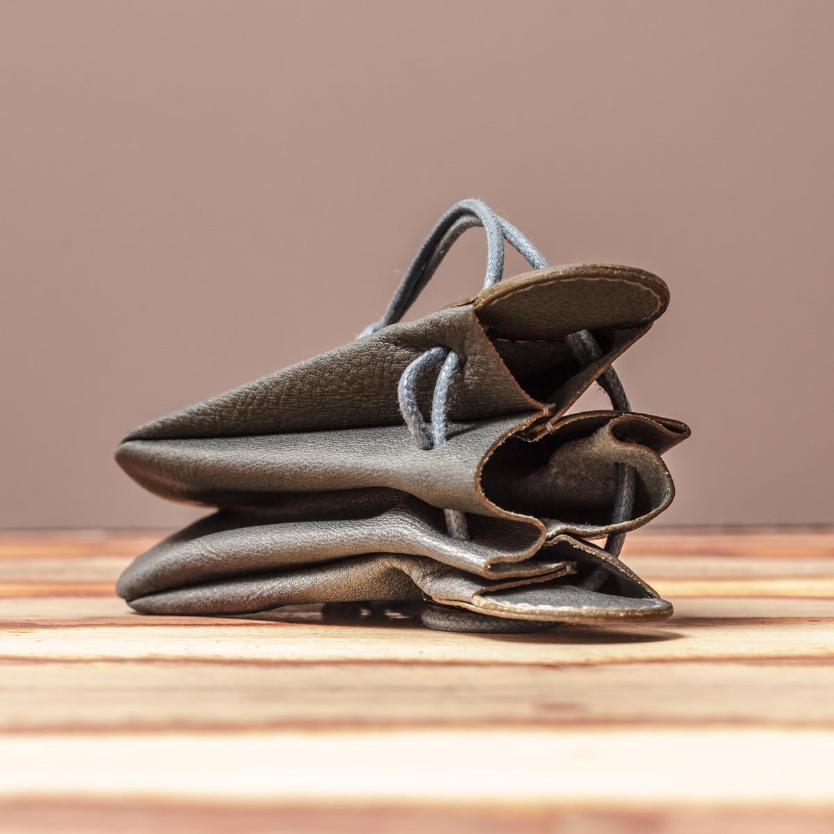 LEDERJUNGE – Klingelbeutel »VALENTIN« aus Rhabarberleder (grau)
