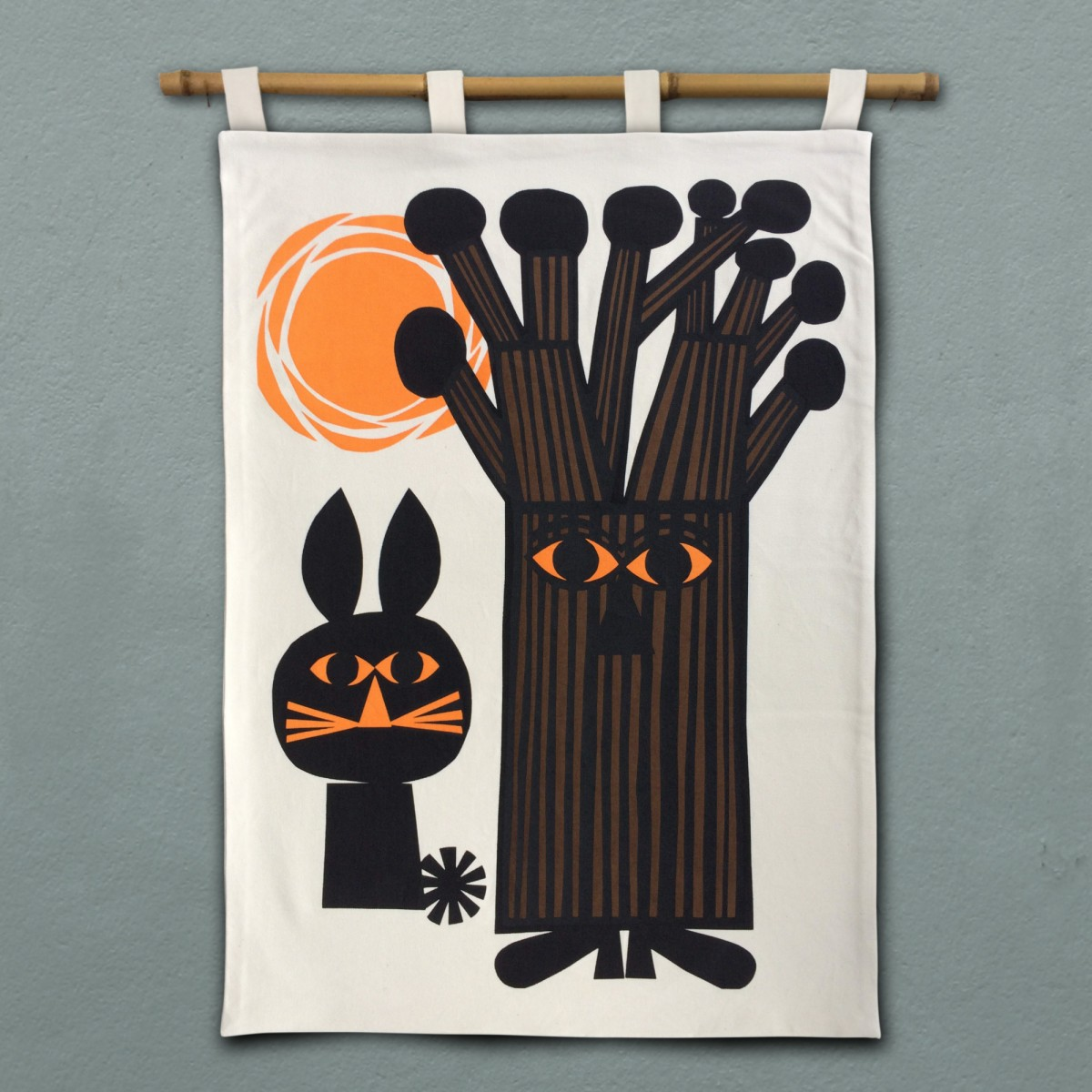 Print now - Riot later ● Knobbly Tree Wandbehang, Stoffsiebdruck