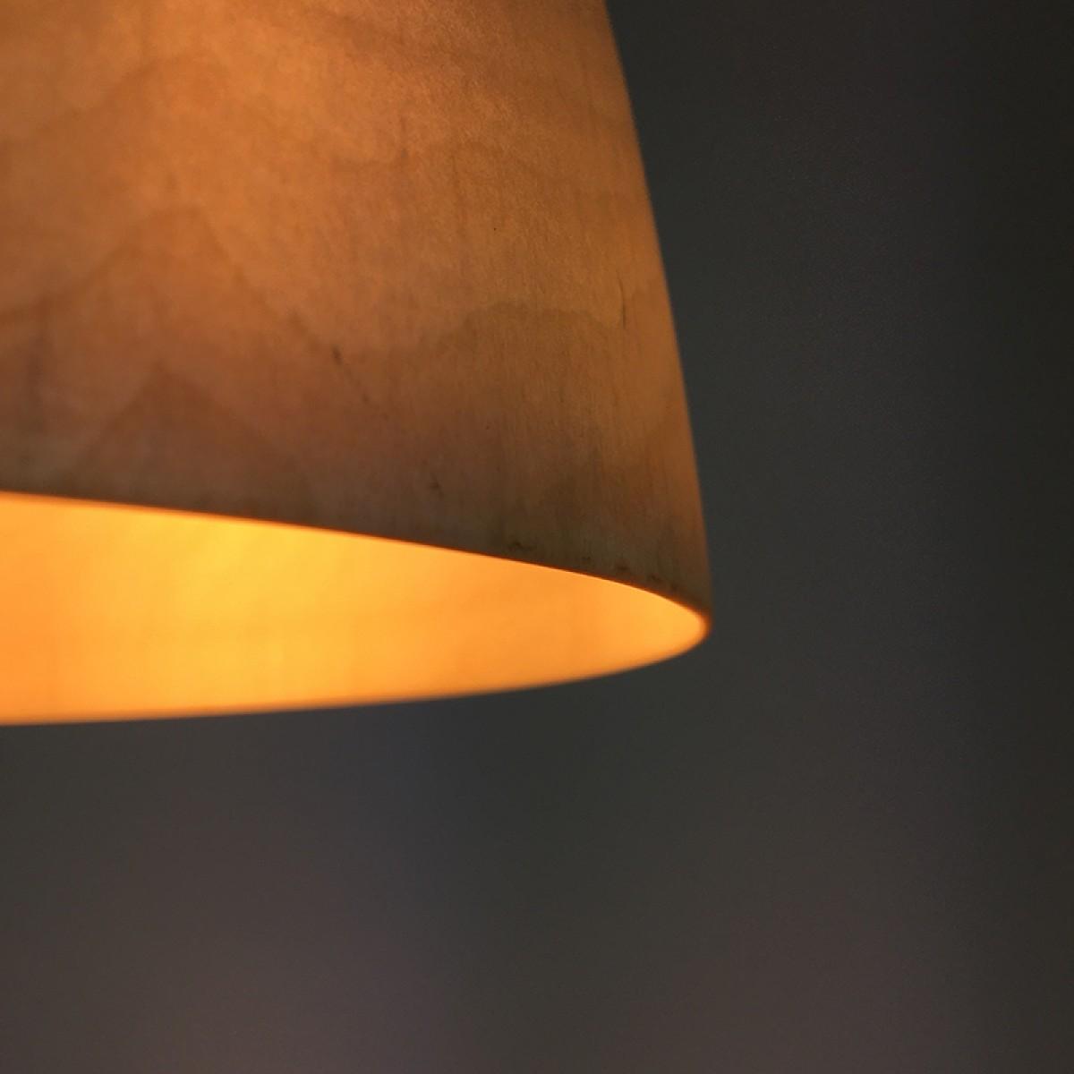 MAXLUZI - gedrechselte Hängelampe aus Birkenholz