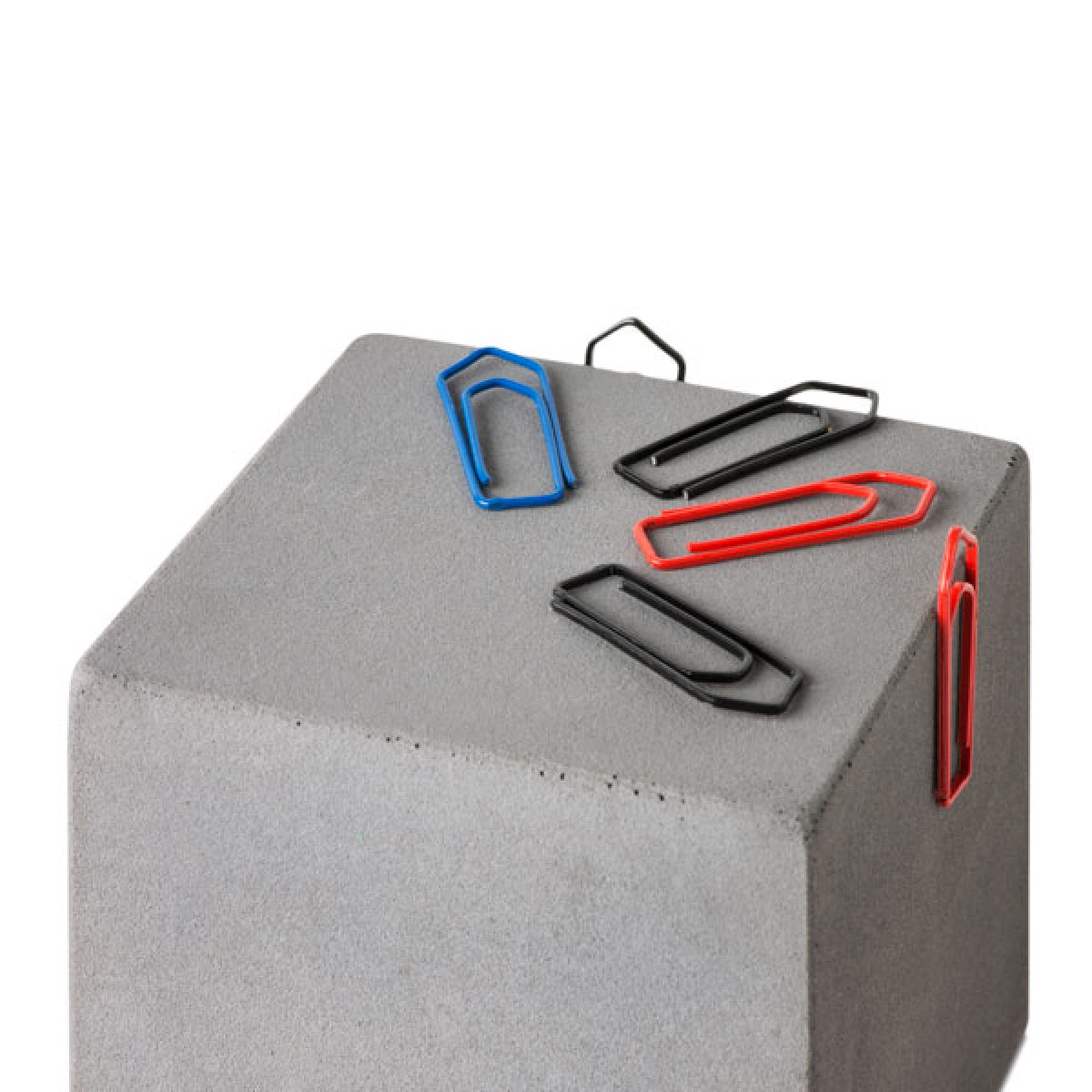 """Magnetischer """"Block"""" aus Beton"""