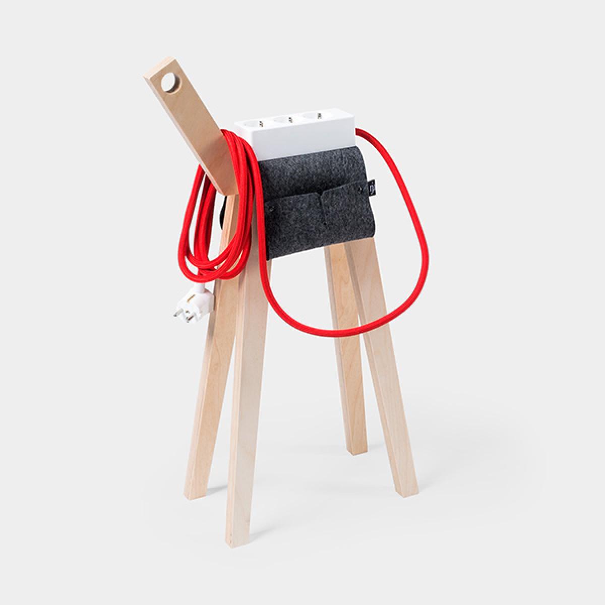 Njustudio Stromer – Steckerleiste auf Beinen (White Red)