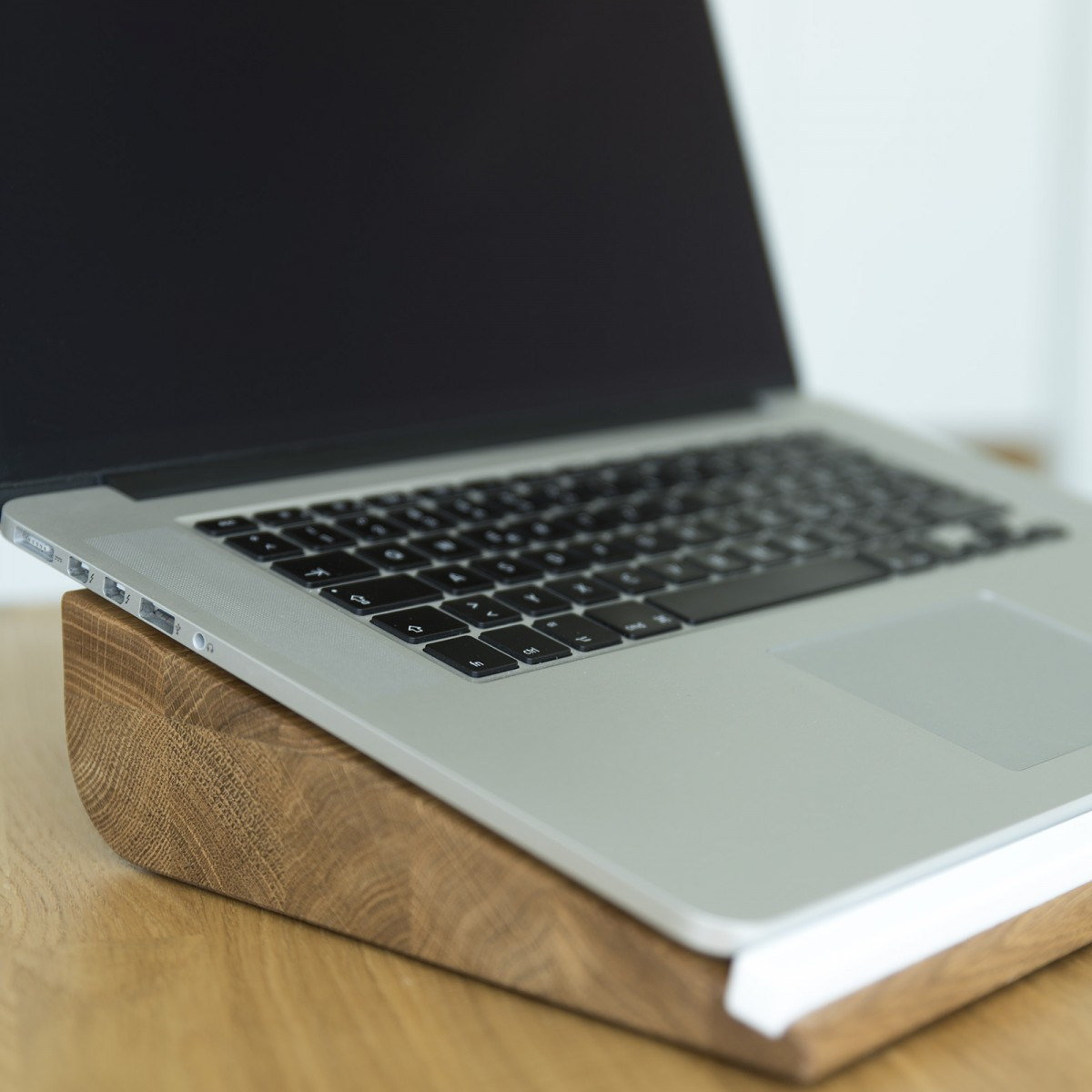Notebook Halter ergonomio, Laptop Ständer aus Holz | Apple Macbook Stand | Holzbutiq