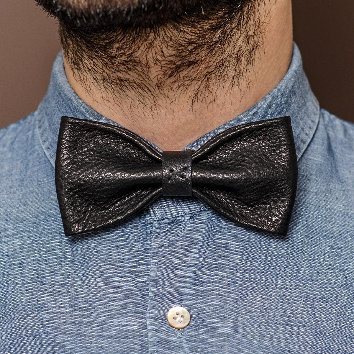 LEDERJUNGE – Querbinder »MORITZ« aus Rhabarberleder (schwarz)