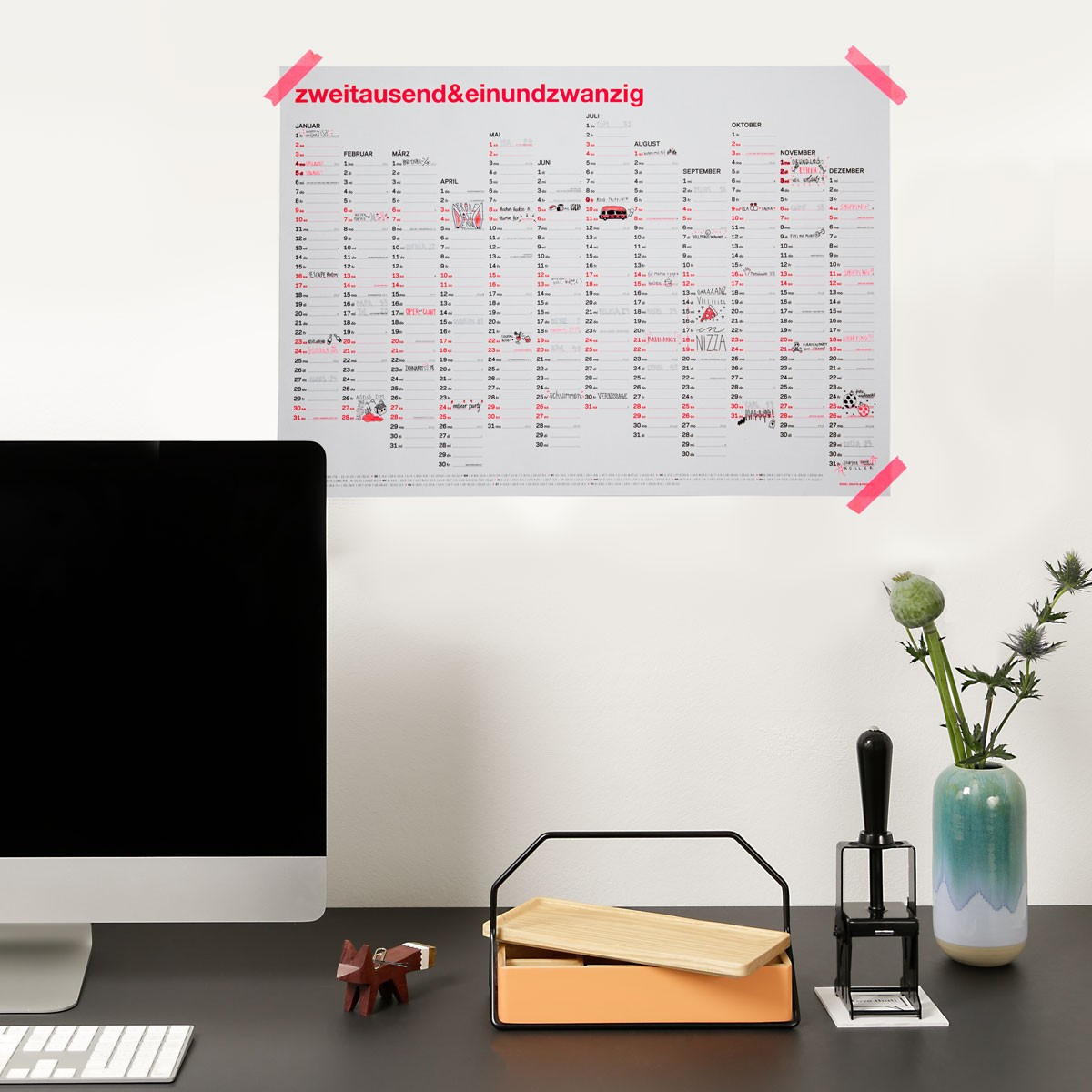 zweitausend&einundzwanzig - DIN A2 Wandkalender 2021 - Neon-Korall Schwarz Gold