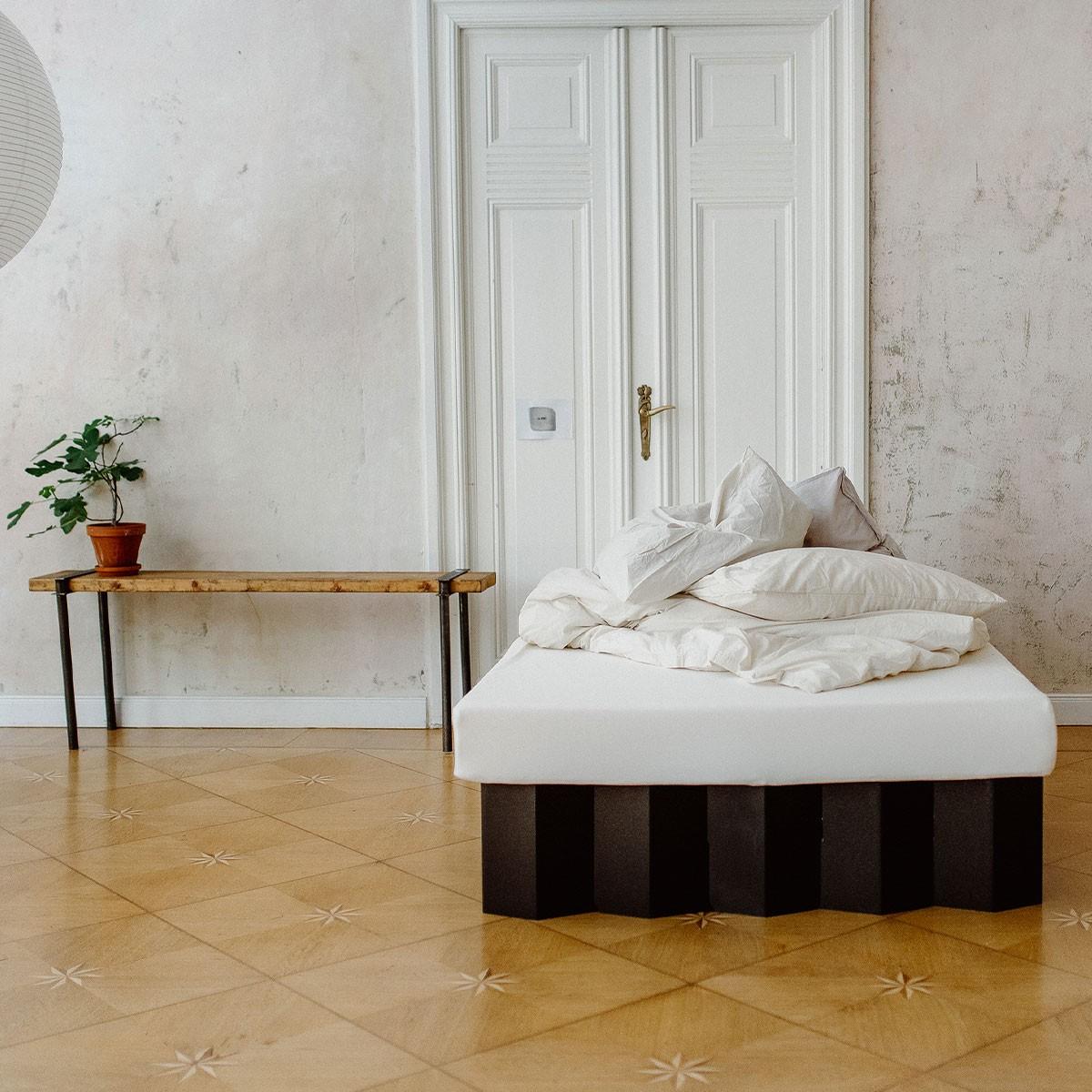 Nachhaltiges Bett 2.0 (schwarz)   ROOM IN A BOX