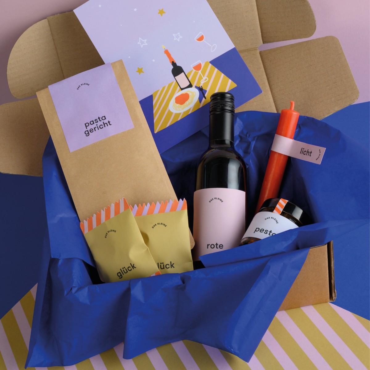 DAS KLEINE WEIHNACHTEN Geschenkbox für die Weihnachtsfeier zu Hause inkl. Spende