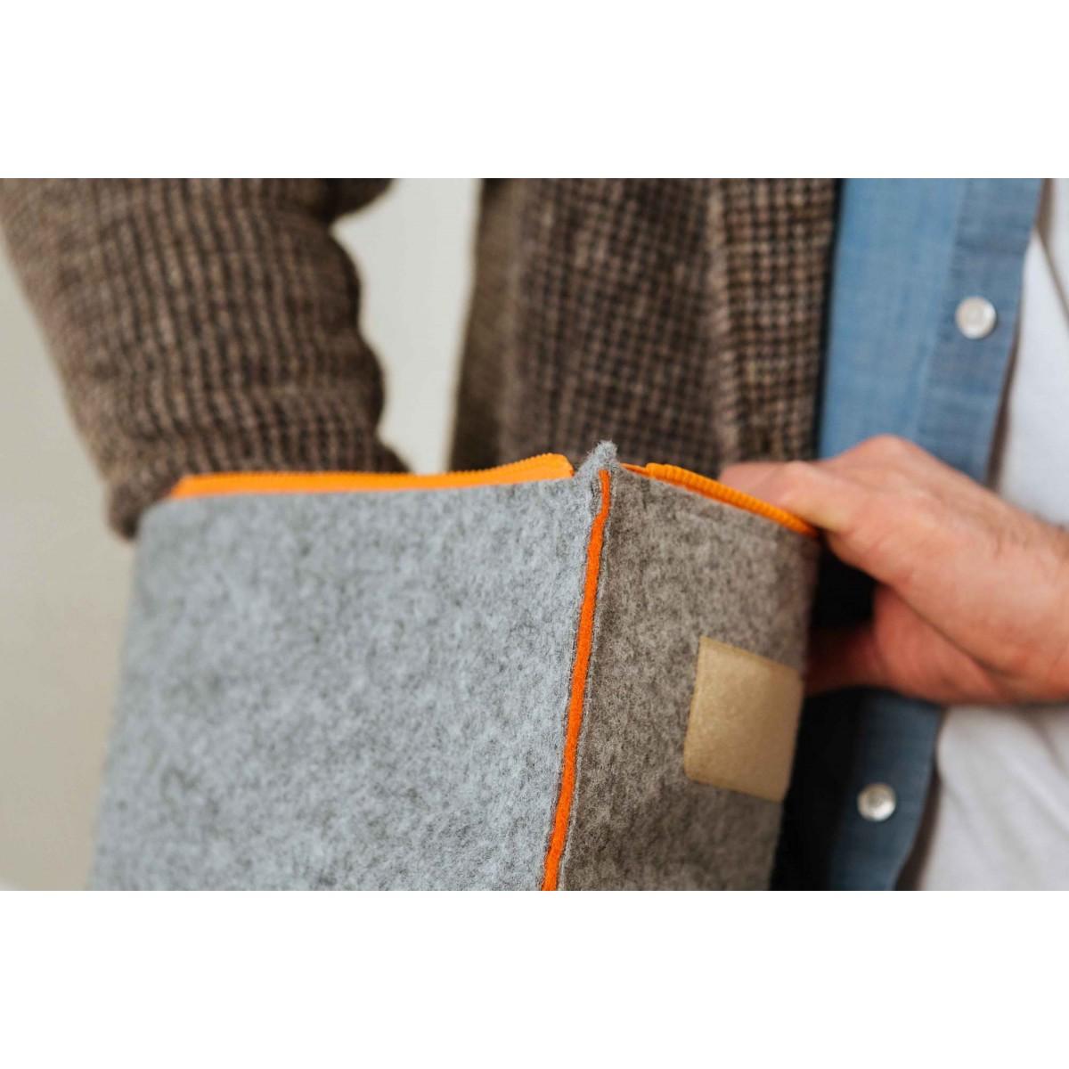 RÅVARE puristischer Messenger Backpack aus Filz, federleichter Uni-Rucksack im skandinavischen Stil