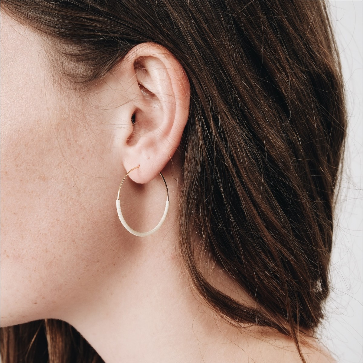 EVE+ ADIS // SKINNY HOOPS off-white