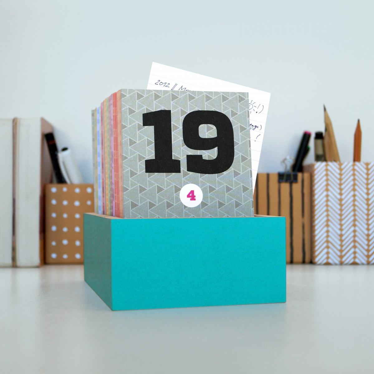 sperlingB – Happydaysbox, petrolblau, sprachneutraler Erinnerungskalender, schönetagebox Vol. 2