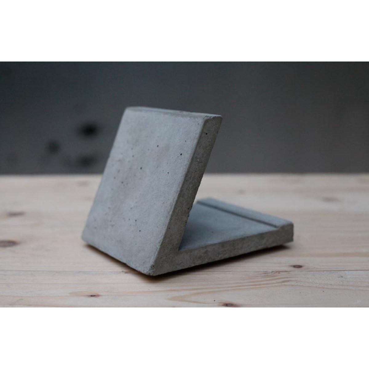 Tablethalter aus Beton