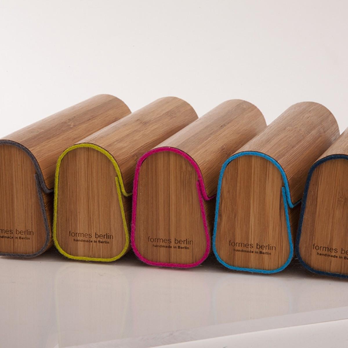formes Berlin - Brillenetui aus Holzfurnier - gedämpfter Bambus grün