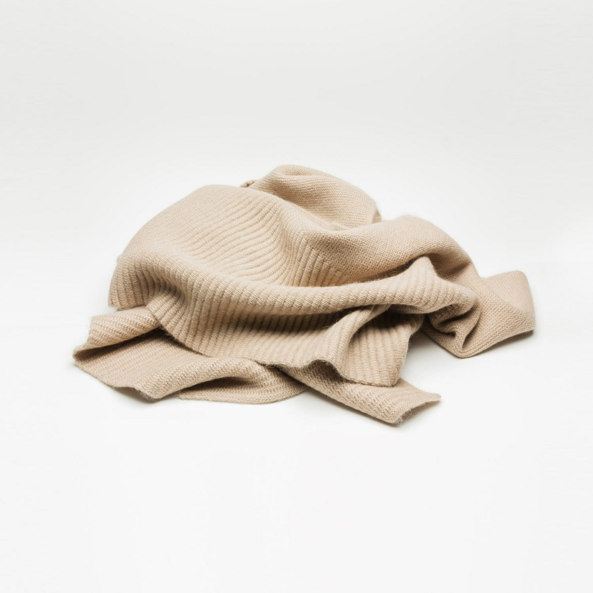 Rimma Tchilingarian The Oversized Camel Hair Scarf I Feinstes Baby Kamelhaar creme – ungefärbt