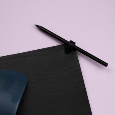 Laura Stolz / Mousepad aus pflanzlich gegerbtem Leder / schwarz