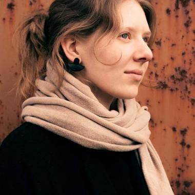 Laura Stolz / Ohrringe aus Naturleder und 925 Silber // Halbmond / beige