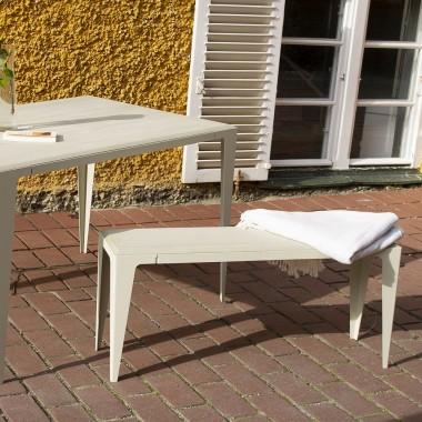 GUERIDON TISCH CHAMFER seiden-grau | nachhaltiges Möbeldesign | WYE